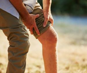 Senior mit Knie-Arthrose: Abnehmen hilft