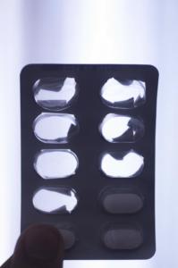 Manche nicht-steroidalen Antirheumatika (NSAR) wirken gegen Schmerz bei Gelenkentzündungen.