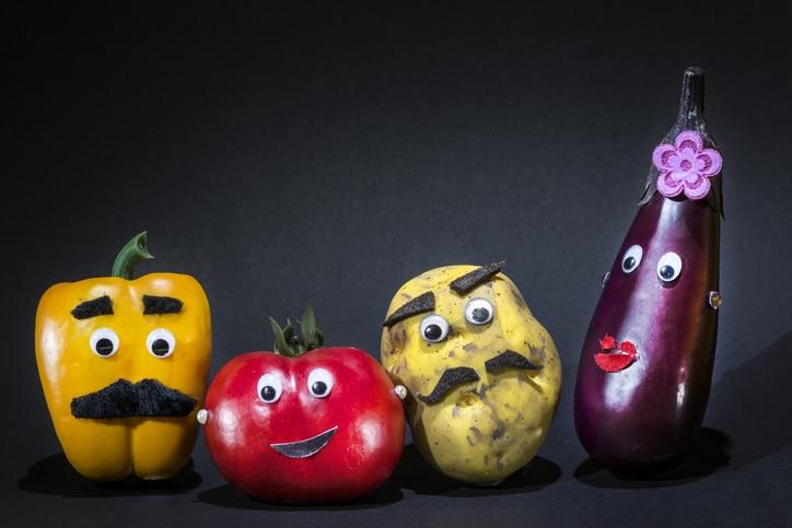 Bei Arthrose, Arthritis oder rheumatoider Arthritis sollte man auf Nachtschattengewächse besser verzichten, haben Sie irgendwo munkeln gehört oder in einem Forum gelesen? Aber Gemüse wie Kartoffeln, Tomaten, Auberginen oder Paprika sollen doch eigentlich besonders gesund sein – und werden auch für die entzündungshemmende Ernährung bei rheumatischen Erkrankungen empfohlen. Was stimmt denn nun?